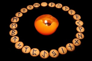 Le Rune, le origine ed il loro significato esoteri rune_divination_150_1.jpg (Art. corrente, Pag. 1, Foto normale)